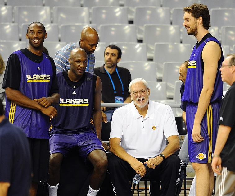 (FromL) Los Angeles Lakers' Kobe Bryant, Lamar Odom, coach Phil Jackson and Paul Gasol from Spain chat during training session on October 6, 2010 at Palau Sant Jordi in Barcelona. The NBA champions from Los Angeles Lakers will play against Euroleague champions from FC Barcelona in an NBA Europe Live basketball game at Palau Sant Jordi on October 7, 2010. AFP PHOTO/ LLUIS GENE (Photo credit should read LLUIS GENE/AFP/Getty Images)