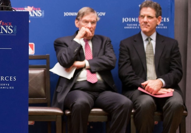 Joining_Forces_at_the_World_Series_to_Support_Our_Military_Families_(2)