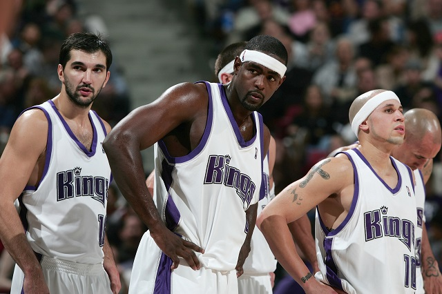 Members of the 2002 Sacramento Kings look disappointed.
