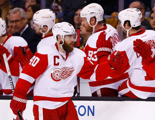 Henrik Zetterberg celebrates a goal with his teammates.