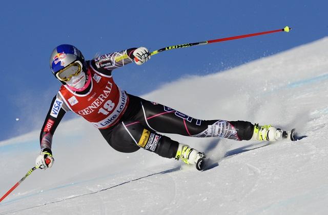 Lindsey Vonn skis down the slopes.