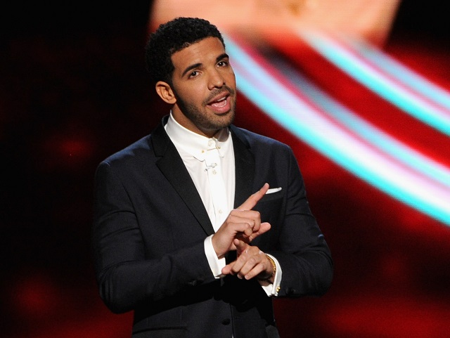 Drake talks at an awards show.
