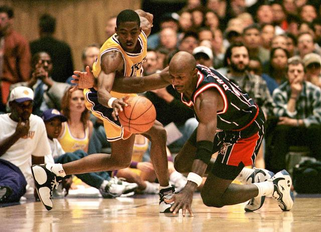 Clyde Drexler lunges for the ball against the Lakers.