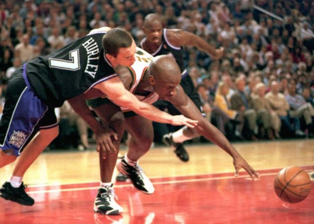 Bobby Hurley reaches for the ball against the Seattle Supersonics.