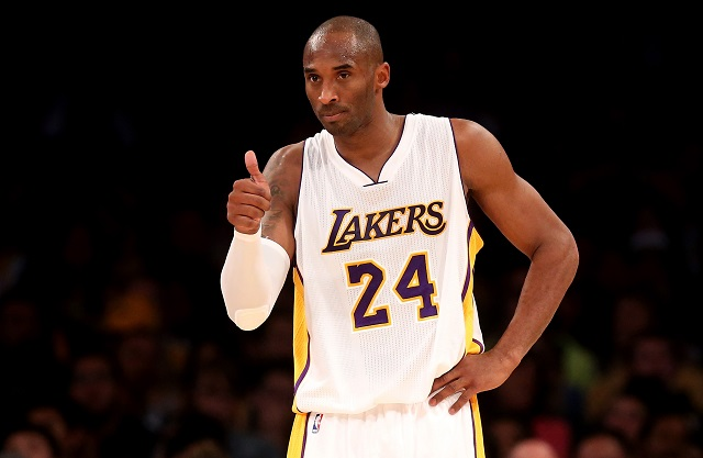 Kobe Bryant gives the thumbs up against the Golden State Warriors
