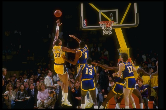 Kareem Abdul-Jabbar shoots a two.