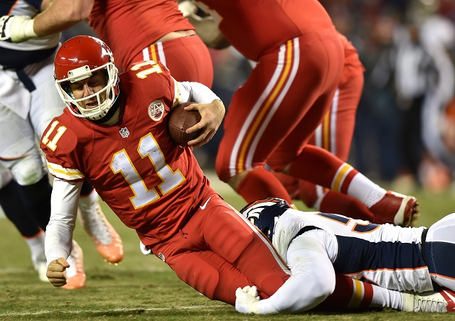 Alex Smith of the Kansas City Chiefs is sacked by Von Miller of the Denver Broncos | Peter Aiken/Getty Images