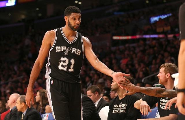 Tim Duncan high fives his teammates.