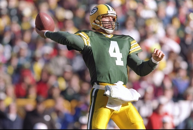 Brett Favre throws a deep pass.
