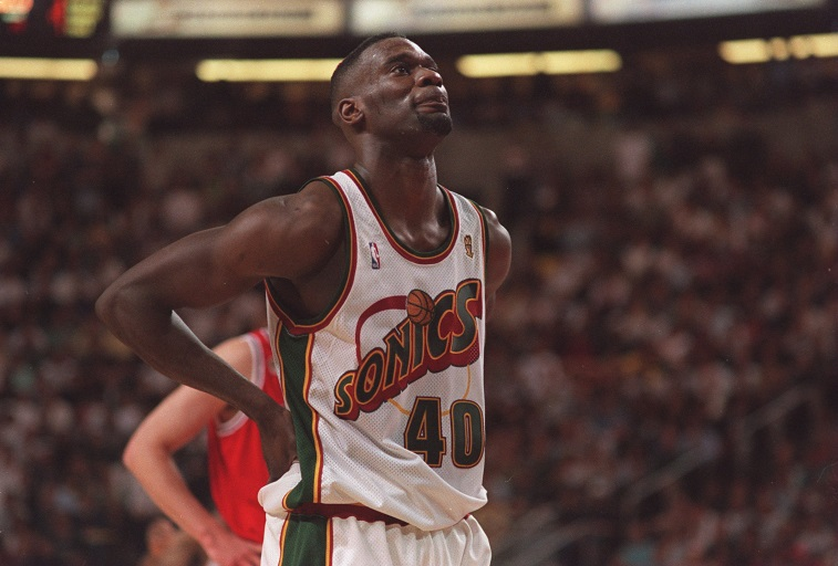 Shawn Kemp, one of the best forwards of the '90s and one of the top NBA players, on the court in a Sonics uniform