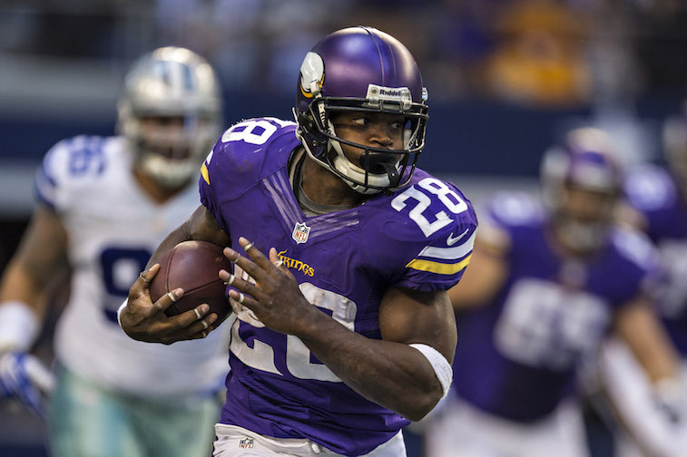 Adrian Peterson runs the ball against the Cowboys