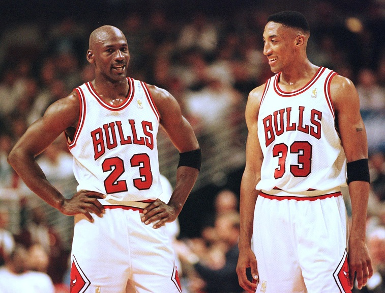 Michael Jordan (L) and Scottie Pippen (R) of the Chicago Bulls