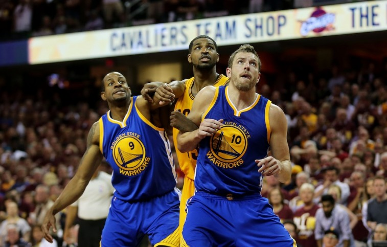 David Lee fights for position in Game 3