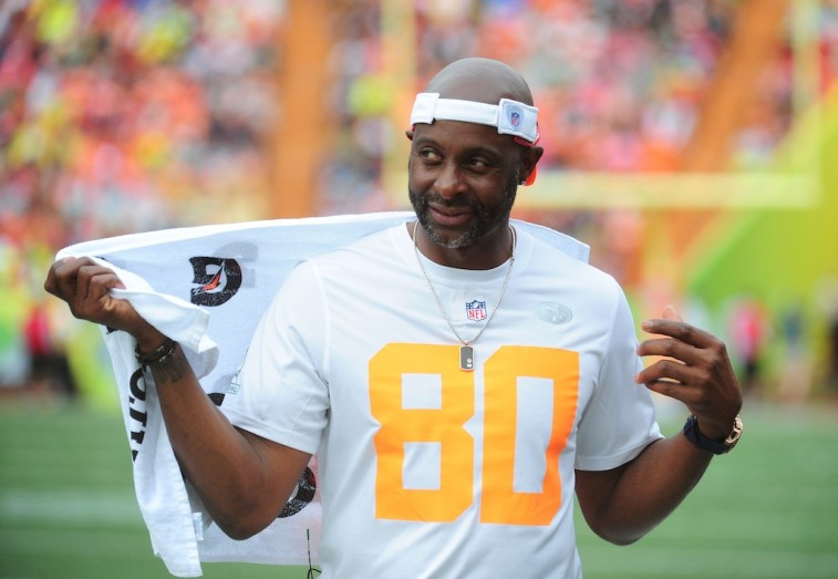 Jerry Rice wipes sweat off with a towel during a game.