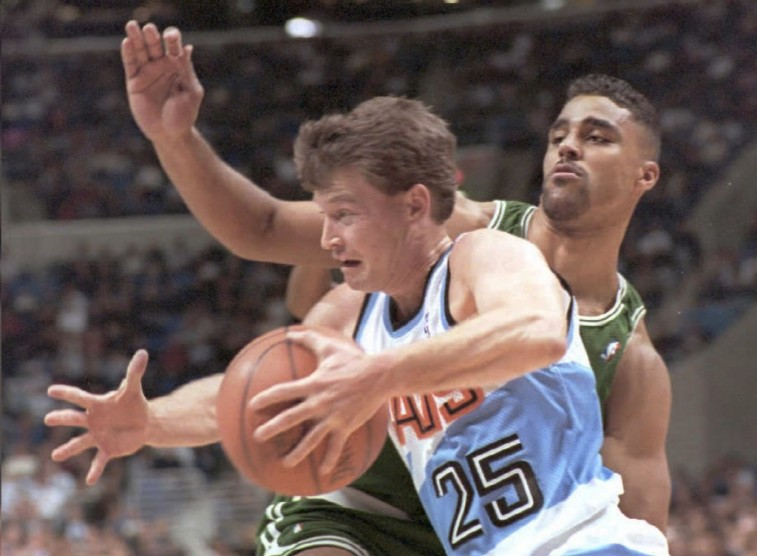 Mark Price attempts to dribble around Rick Fox