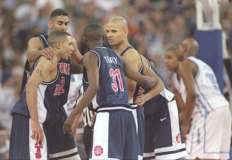1997 Arizona Wildcats huddle during the Final Four