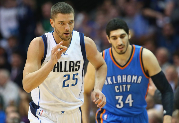 DALLAS, TX - MARCH 16: Chandler Parsons #25 of the Dallas Mavericks at American Airlines Center on March 16, 2015 in Dallas, Texas. NOTE TO USER: User expressly acknowledges and agrees that, by downloading and or using this photograph, User is consenting to the terms and conditions of the Getty Images License Agreement. (Photo by Ronald Martinez/Getty Images)