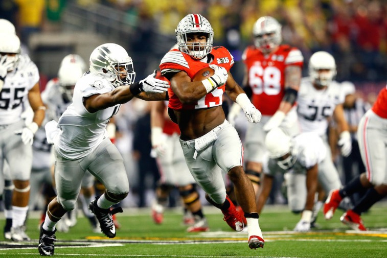 Ezekiel Elliott runs for a touchdown in the College Football Playoff National Championship Game