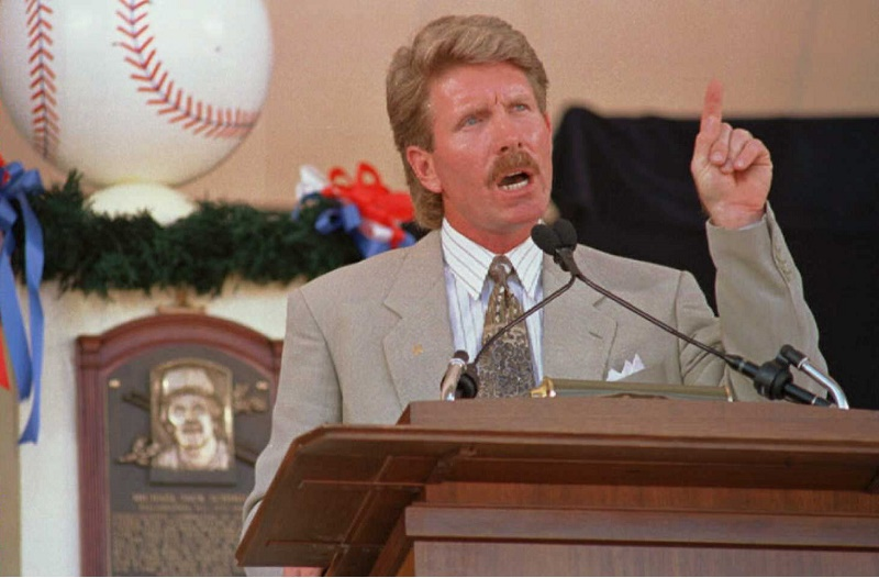 Mike Schmidt of the Philadelphia Phillies stresses