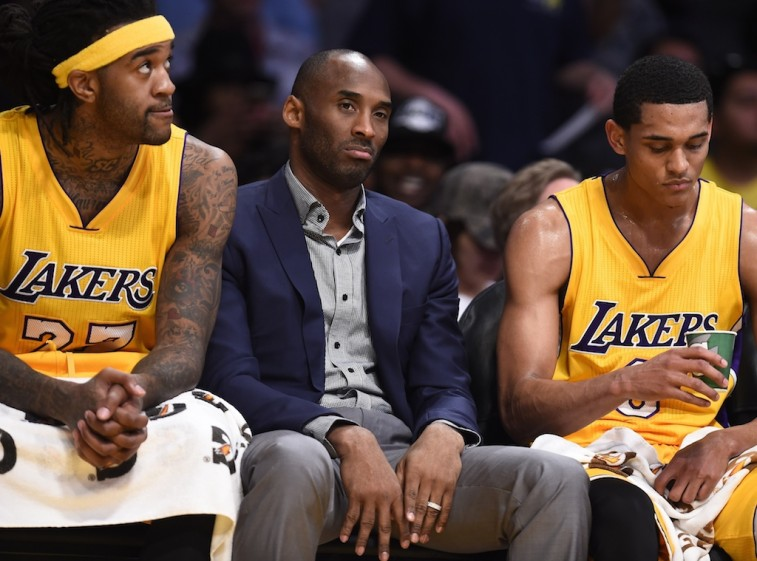 Kobe Bryant on bench with Lakers teammates