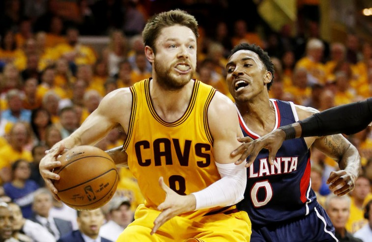 Matthew Dellavedova drives against Jeff Teague