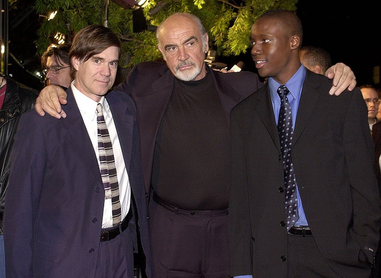 "BEVERLY HILLS, UNITED STATES: Scottish actor Sean Connery (C) poses with US director Gus Van Sant (L) and actor Rob Brown (R) at the premiere of their new film ""Finding Forrester"" in Beverly Hills, CA, 01 December 2000."
