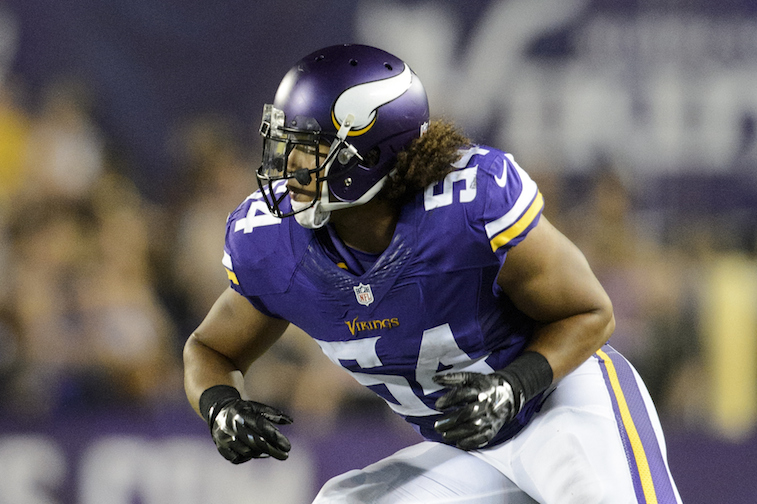 Eric Kendricks runs a play against the Tampa Bay Buccaneers during the preseason