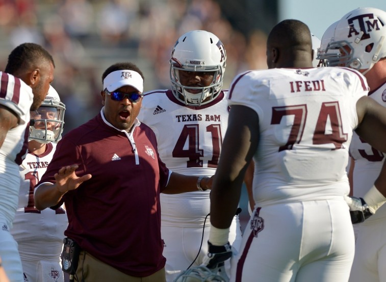 Kevin Sumlin talks to his Texas A&M players