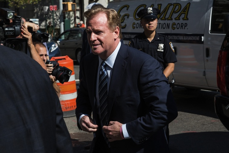 Roger Goodell enters courtroom for Deflategate hearing