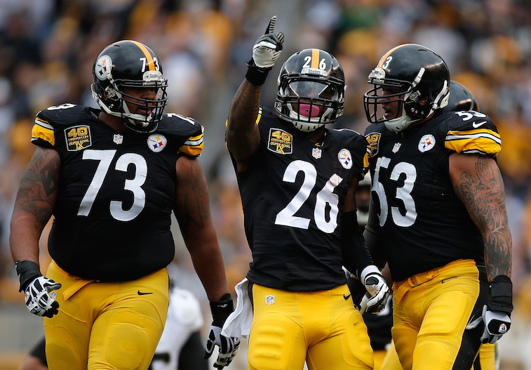 Le'Veon Bell (26) reacts to picking up a first down