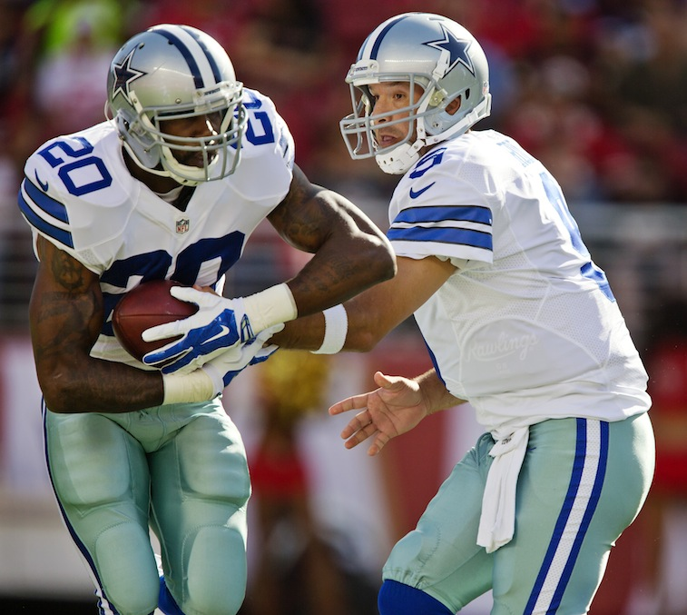 Darren McFadden takes the handoff from Tony Romo