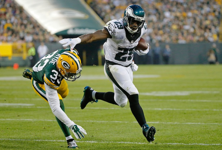 DeMarco Murray runs against the Green Bay Packers in the preseason