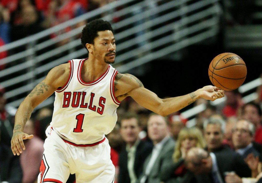 Derrick Rose passes the ball against the Cleveland Cavaliers
