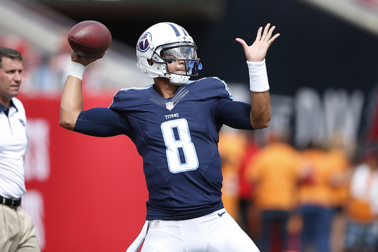 Marcus Mariota warms up before game against Buccaneers