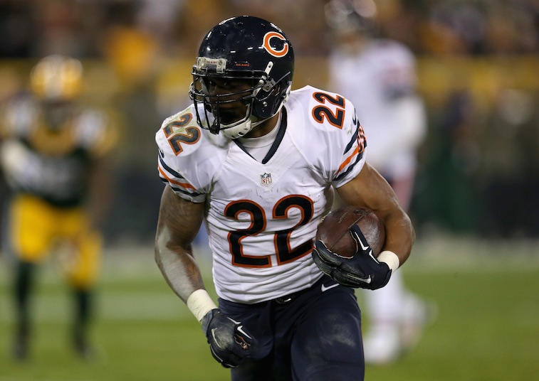 Matt Forte runs against the Packers