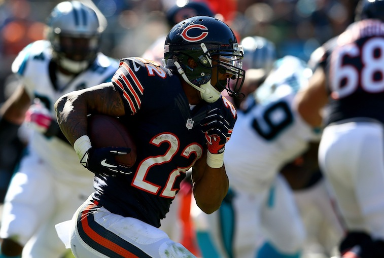 Matt Forte runs against the Carolina Panthers