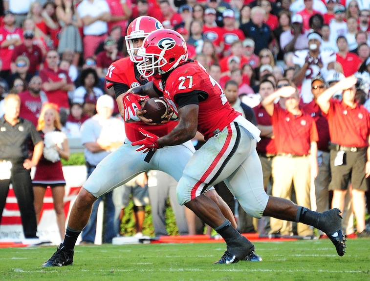 Nick Chubb (27) gets the handoff against South Carolina