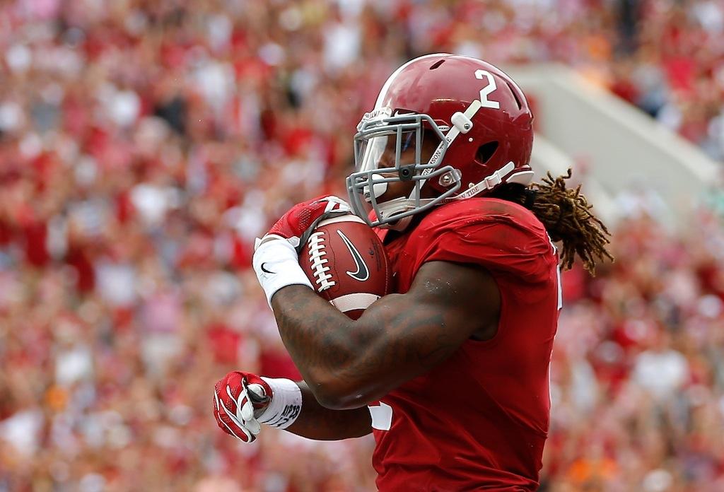 Derrick Henry runs for a touchdown