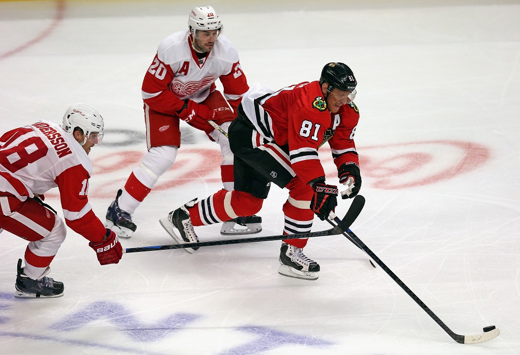 Marian Hossa takes on the Detroit Red Wings.