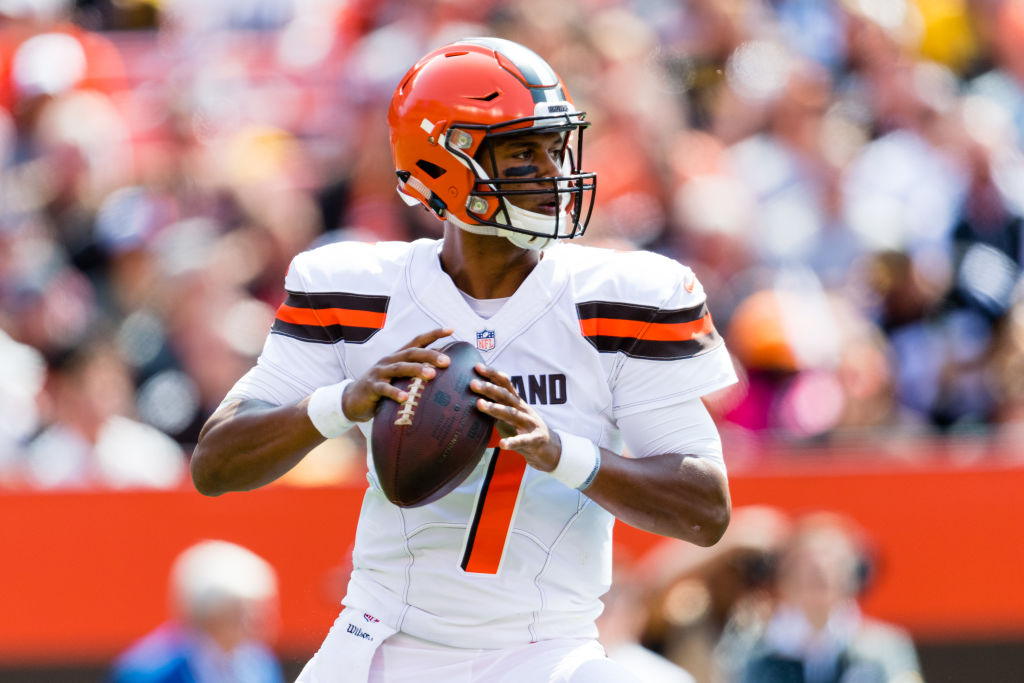 Quarterback DeShone Kizer of the Cleveland Browns passes.