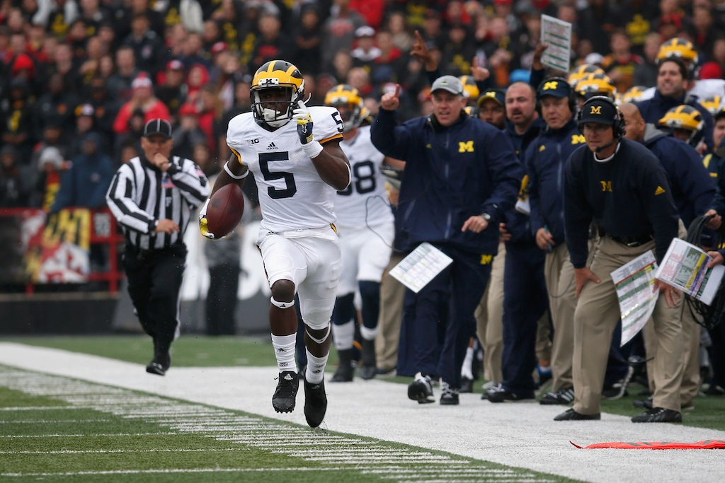 Jabrill Peppers returns a punt