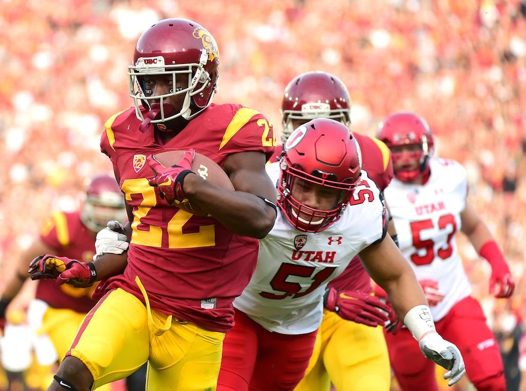 Justin Davis #22 runs for a touchdown against Utah