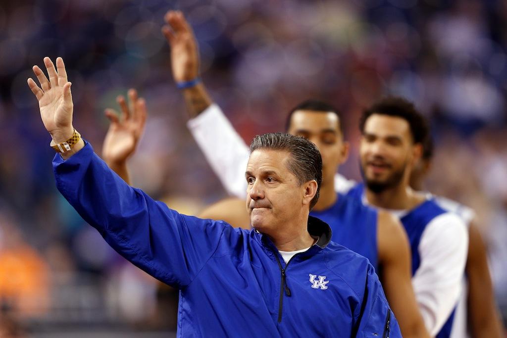 John Calipari and Kentucky acknowledge crowd
