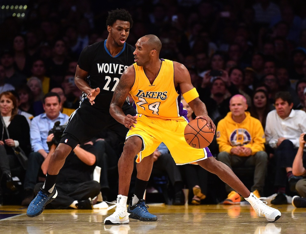 Kobe Bryant posts up Andrew Wiggins