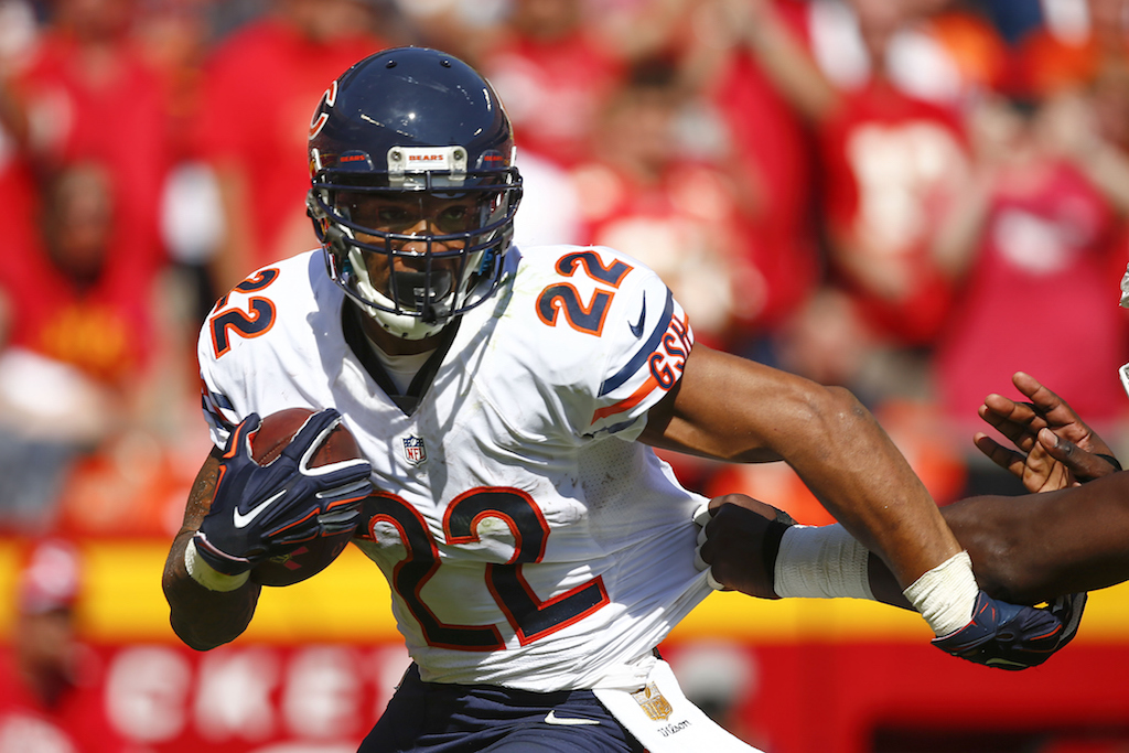 KANSAS CITY, MO - OCTOBER 11:  Matt Forte #22 of the Chicago Bears runs the ball at Arrowhead Stadium during the game against the Kansas City Chiefs on October 11, 2015 in Kansas City, Missouri.