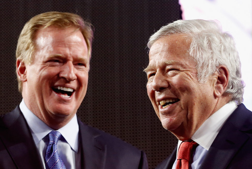 GLENDALE, AZ - FEBRUARY 01:  NFL Commissioner Roger Goodell and New England Patriots owner Robert Kraft on the podium following Super Bowl XLIX against the Seattle Seahawks at University of Phoenix Stadium on February 1, 2015 in Glendale, Arizona. The Patriots defeated the Seahawks 28-24.  (Photo by Christian Petersen/Getty Images)