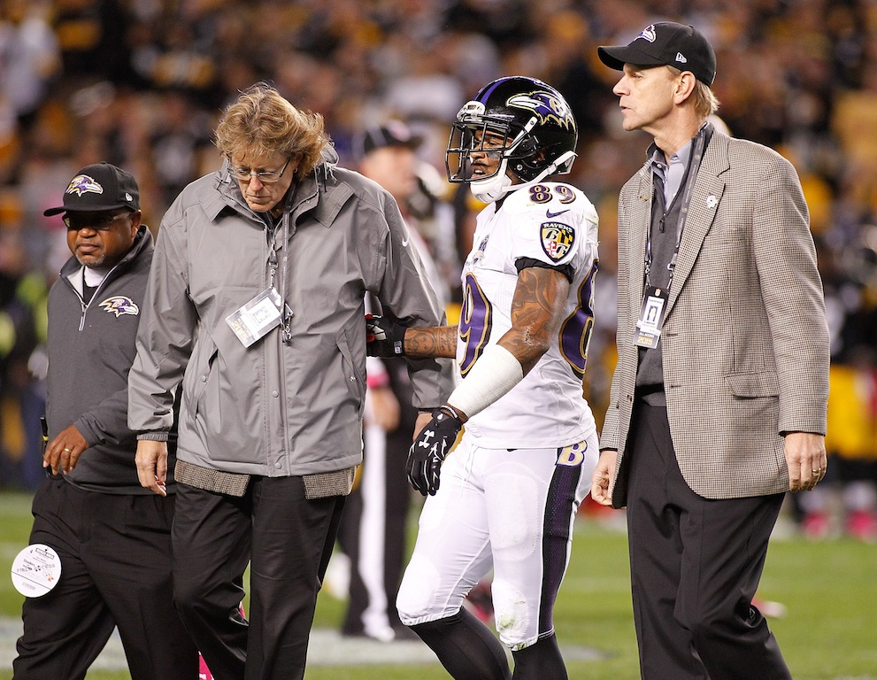 Steve Smith walks off the field after injury