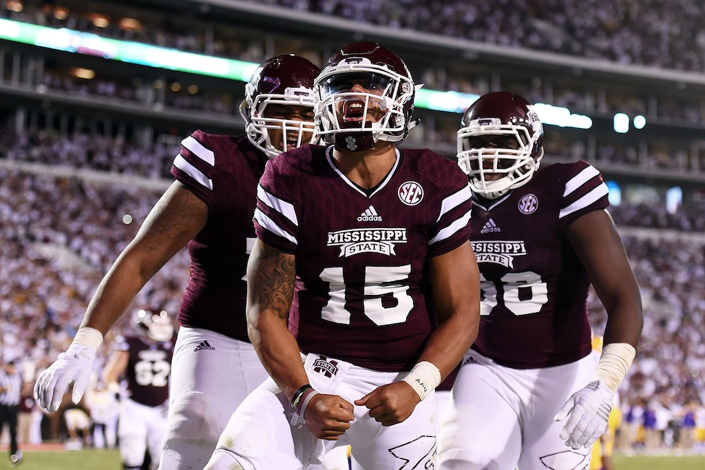 Dak Prescott #15 and teammates celebrate