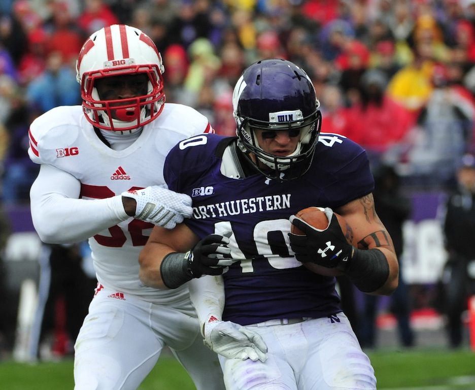 Dan Vitale #40 catches a touchdown