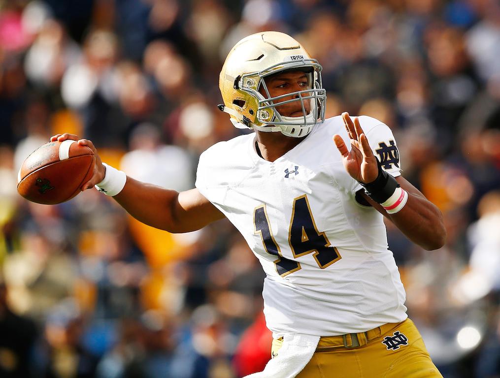 DeShone Kizer throws a pass for Notre Dame